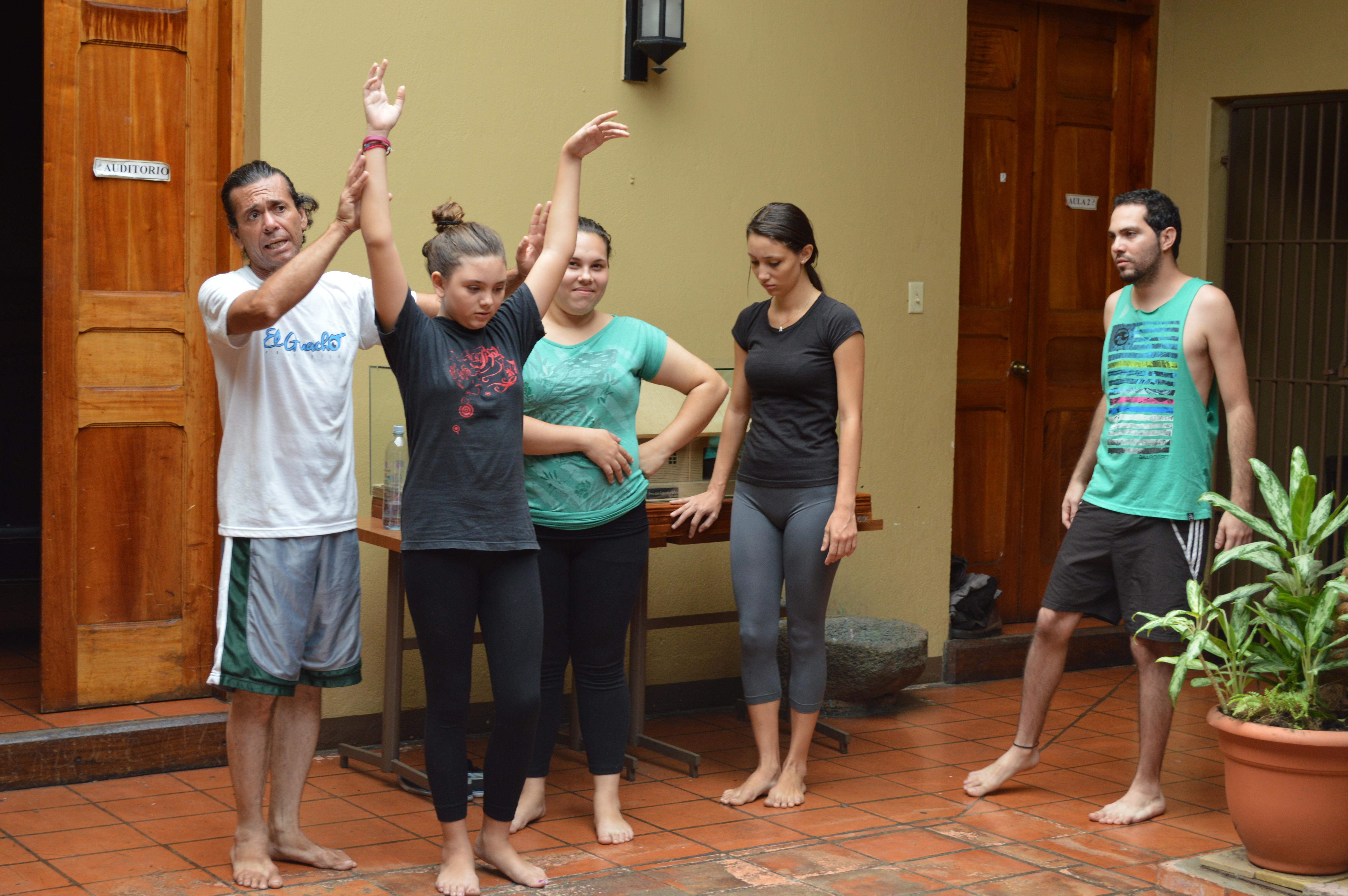 A falta de un centro para las artes, el grupo de teatro Argamasa debe realizar sus ensayos en la Casa de la Cultura.