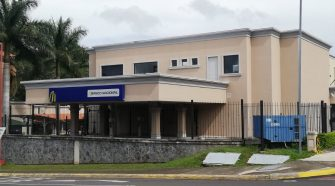Institución puso a disposición de los clientes otras agencias cercanas. Foto de Mauricio Rodríguez Sánchez.