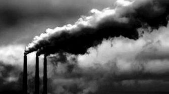 Según expertos, la incineración de basura produce toxinas altamente perjudiciales para la salud humana.
