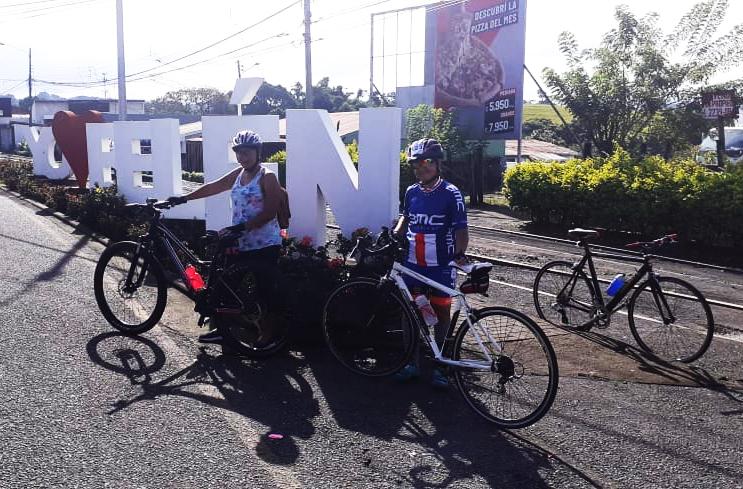 El Día Mundial sin Auto algunos belemitas del grupo Belén Cletea subieron fotos a la página mostrando cómo apoyaban la iniciativa.