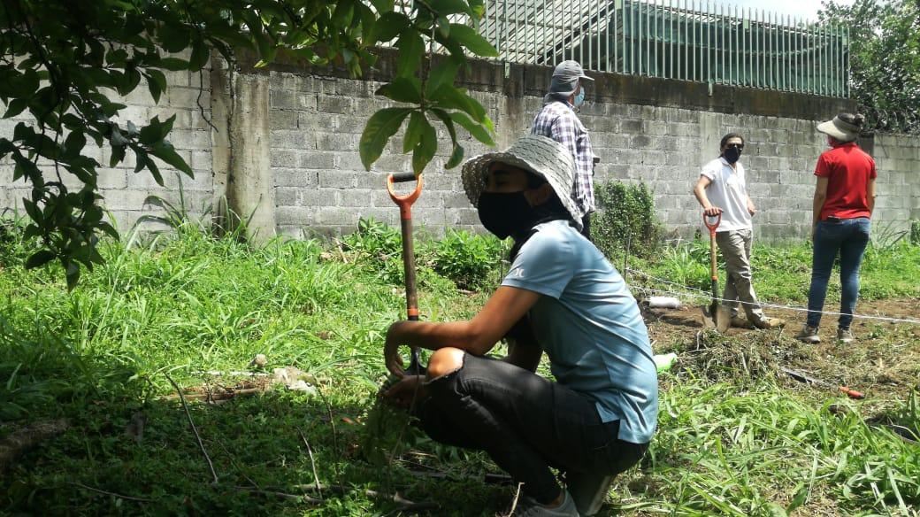 Los participantes del curso están muy entusiasmados por poder desarrollar su huerta urbana. Foto cortesía Ivan Jiménez Quesada.