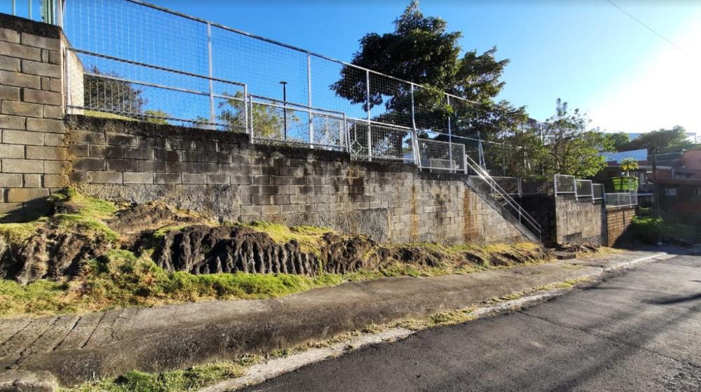 Los murales se confeccionarán en los muros que llevan hacia el sector de Puente Mulas. Foto de Emmanuel Hernández Fonseca.