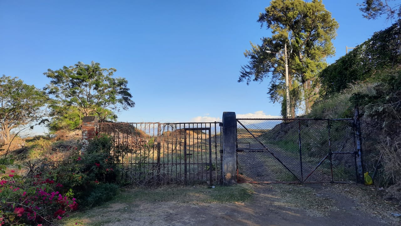 Esta será la entrada principal del colegio cuando se construyan las futuras instalaciones. Foto de Emmanuel Hernández Fonseca.
