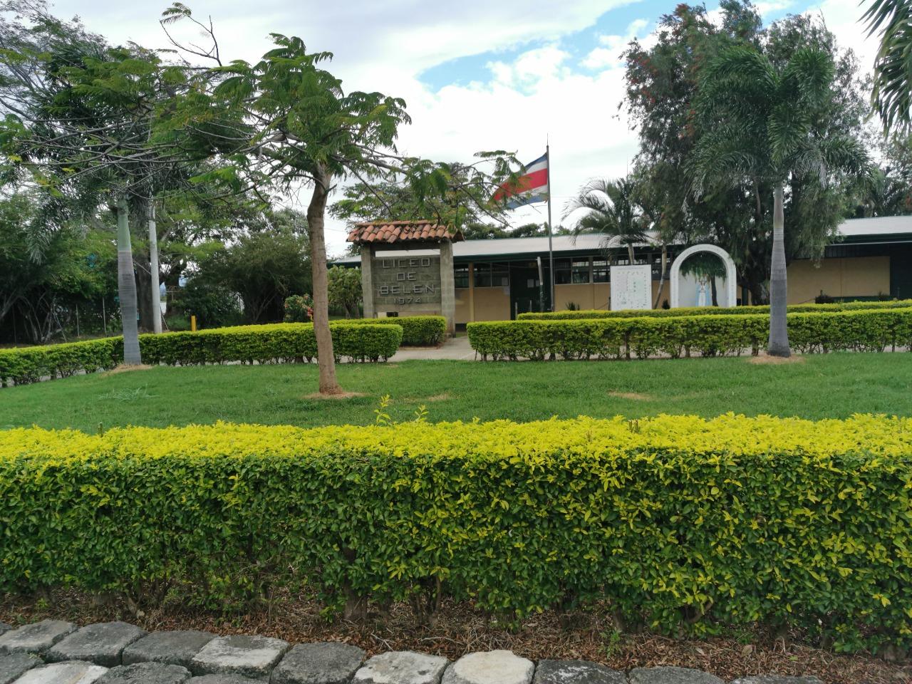 El Liceo de Belén redujo horarios y cantidad de pupitres por aula para poder aplicar el protocolo sanitario vigente.