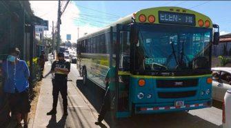 El sospechoso fue detenido en un autobus con destino a Belén. Foto cortesía del Ministerio de Seguridad Pública.