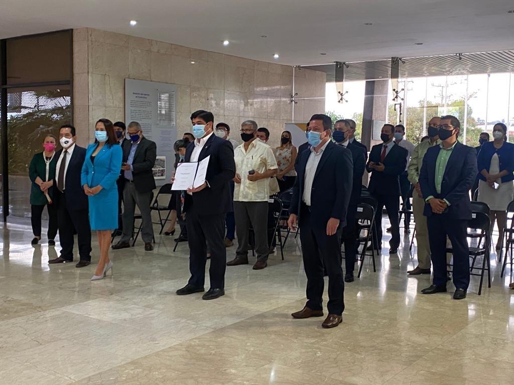En ceremonia efectuada en la Casa Presidencial, el Presidente de la República, Carlos Alvarado Quesada, firmó la Ley de Fortalecimiento de las Asociaciones de Desarrollo con Actividad Productiva.