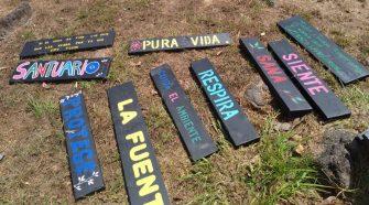 Los rótulos ambientales elaborados en el taller enviaban mensajes para sensibilizar a la población.