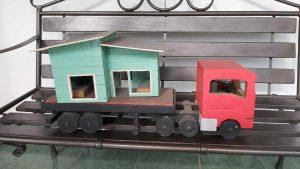 Esta es la representación de la casa que trasladó Carlos en un camión, elaborada por una de sus hijos