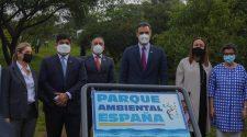 Autoridades que inauguraron el Parque Ambiental España. De izquierda a derecha: Claudia Dobles, Carlos Alvarado, Horacio Alvarado, Pedro Sánchez, Andrea Meza y Arancha González.