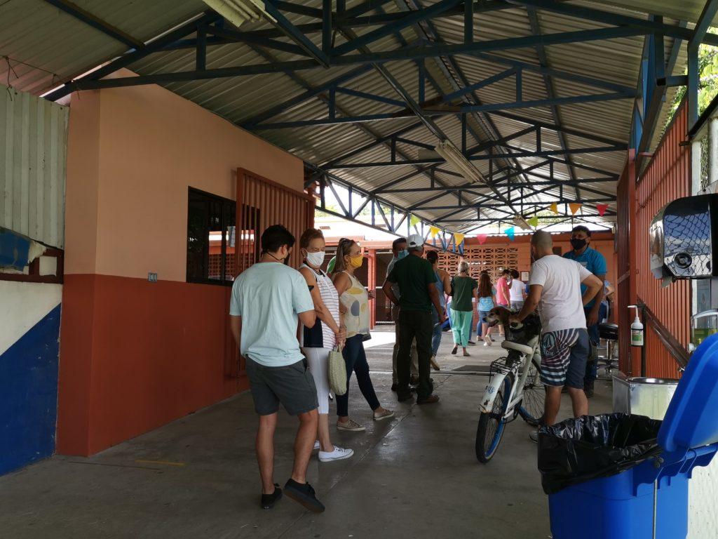 La Escuela España fue uno de los 923 centros de votación que habilitó Liberación Nacional.