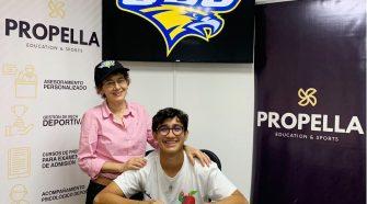 José Gabriel Rodríguez al lado de su mamá, Lucrecia Murillo. José menciona que es un logro compartido entre ambos. Foto cortesía de Propella Costa Rica.