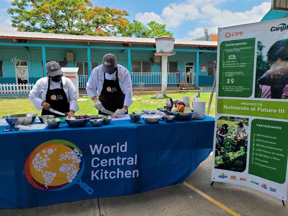 El proyecto pretende, brindar quienes cocinan habilidades para preparar y servir comidas saludables e higiénicas.
