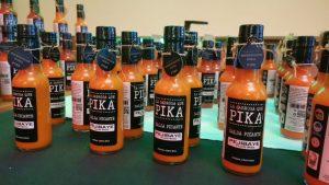 La salsa picante de pejibaye Pika fue uno de los productos mostrados en el evento.