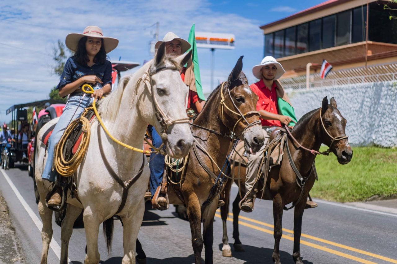 Caballistas de San Rafael encabezaron la caravana.